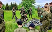 Uczniowie Zespołu Szkół Licealnych i Zawodowych w Olecku z Oddziałów Przygotowania Wojskowego podczas manewrów
